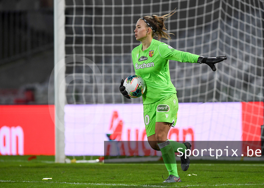 20191102 - LENS , FRANCE : Arras ' goalkeeper Justine Rousseeu pictured during the female soccer match between Arras Feminin and Lille OSC feminin, on the 8th matchday in the French Women's Ligue 2 – D2 at the Stade Bollaert Delelis stadium , Lens . Saturday 2 November 2019 PHOTO DAVID CATRY | SPORTPIX.BE