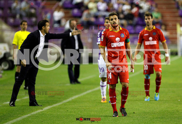Getafe's coach Luis Garcia (l) and Pedro Leon (c) during La Liga match.August 31,2013. (ALTERPHOTOS/Victor Blanco)