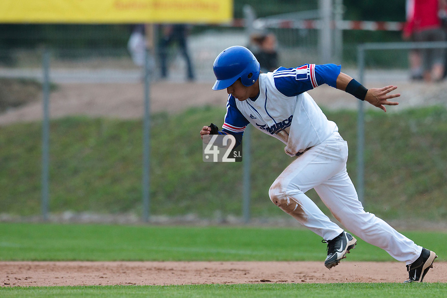 25 july 2010: Maxime Lefevre of France runs for a steal during France 6-1 victory over Czech Republic, in day 3 of the 2010 European Championship Seniors, in Neuenburg, Germany.