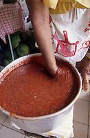 Europe/France/DOM/Antilles/Petites Antilles/Guadeloupe/Pointe-à-Pitre : Chez Monique Vulgaire de l'association des cuisinières - Préparation du boudin antillais