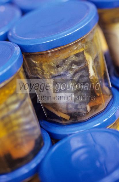"""Europe/France/Bretagne/29/Finistère/Saint-Guénolé: Conserves de maquereaux en filets dans des bocaux de verre de """"l'Oceane Alimentaire"""""""
