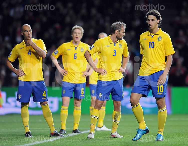 Fussball International   WM  2010  Qualifikation  Gruppe 1    10.10.2009 Daenemark - Schweden Enttaeuschung SWE; Daniel Majstorovic, Rasmus Elm, Olof Mellberg, Zlatan Ibrahimovic (v.li.)