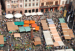 Mainzer Wochenmarkt aus der Vogelperspektive<br /> <br /> farmer's market in Mainz - top-down view