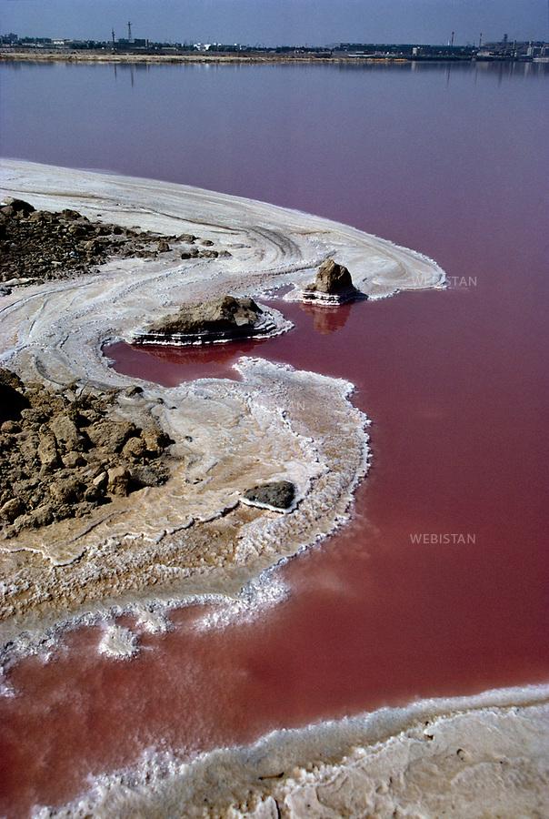 ..Egypt. Alexandria. 1996. Salt lake on lagunas near Mariout Lake, at the south of Alexandria.....Egypte. Alexandrie. 1996. Lac de sel dans les lagunes proches du lac Mariout, au sud d'Alexandrie.