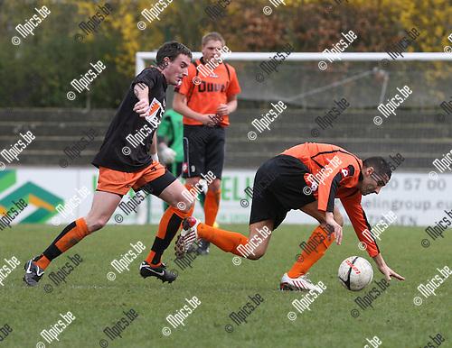 2010-04-05 / Voetbal / seizoen 2009-2010 / Willebroek-Meerhof - Deinze / Rachid El Barkaoui (W-M) wordt opgejaagd door Declercq..Foto: Mpics