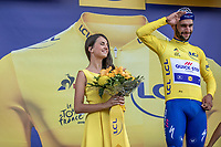 Fernando Gaviria (COL/Quick Step Floors) wins the sprint of the first stage and takes the Yellow Jersey.<br /> <br /> Stage 1: Noirmoutier-en-l'&Icirc;le &gt; Fontenay-le-Comte (189km)<br /> <br /> Le Grand D&eacute;part 2018<br /> 105th Tour de France 2018<br /> &copy;kramon