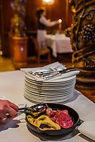 Europe/Allemagne/Bade-Würrtemberg/Forêt Noire/Ettlingen:  Pigeon au chou rouge avec sa crèpe aux myrtilles, Ralph Knebel chef étoilé du restaurant: Erbprinz à l''hôtel: Erbprinz