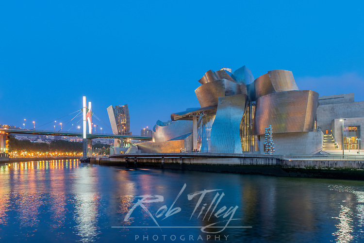 Spain, Bilbao, Guggenheim Museum Bilbao at Twilight
