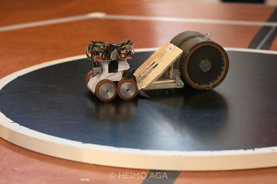 Mini Sumo..RobotChallenge 2010. First European Robot Sumo Championship..Two robots compete and try to push the competitor off the ring. There are different classes: Standard (3kg), Mini (500g), Micro (100g), Nano (25g) and Humanoid Sumo.