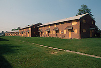 1991 August ..Assisted Housing..Diggs Town (6-6)...Exterior .Boarded up groups...NEG#.NRHA#..HOUSING: DiggsTn1 1:19