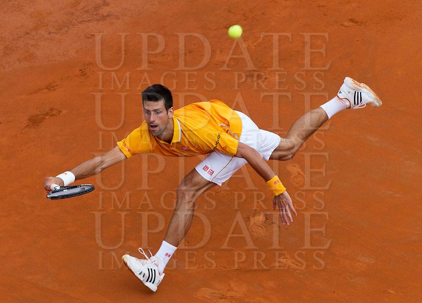 Il serbo Novak Djokovic in azione contro lo spagnolo David Ferrer durante gli Internazionali d'Italia di tennis a Roma, 16 maggio 2015. <br /> Serbia's Novak Djokovic in action against Spain's David Ferrer during the Italian Open tennis tournament in Rome, 15 May 2015.<br /> UPDATE IMAGES PRESS/Riccardo De Luca