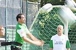 FBL 09/10 Traininglager  Werder Bremen Norderney 2007 Day 03<br /> Konditionstraining Sonntag morgen<br /> <br /> <br /> Feature verwischt - Kopfball von Hugo Almeida ( Bremen POR #23 ) im Hintergrund Thomas Schaaf ( Bremen GER - Trainer  COACH)<br /> <br /> Foto &copy; nph (nordphoto)