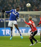 FUSSBALL   1. BUNDESLIGA   SAISON 2011/2012   20. SPIELTAG FC Schalke 04 - FSV Mainz 05                                  04.02.2012 Chinedu Obasi (FC Schalke 04) gegen Elkin Soto (re, Mainz)