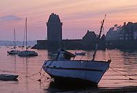 Europe/France/Bretagne/35/Ille-et-Vilaine/Saint-Malo/Saint-Servan: la Tour Solidor dans la lumiere du soir