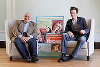"""SAN SEBASTIAN-DONOSTIA, ESPANHA, 24 SETEMBRO 2012 - FESTIVAL DE CINEMA DE SAN SEBASTIAN - O diretor Ben Lewin (E) e o ator John Hawkes na divulgação do filme """"The Sessions"""" durante a 60ª edição do Festival de Cinema de San Sebastian, na Espanha, nesta segunda-feira, (24). FOTO: ALFAQUI / BRAZIL PHOTO PRESS)"""