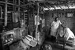 Severina Maria da Silva cujo marido morreu de doença de Chagas . Moradora em casa de Taipa no assentamento Luís Gonzaga no Município de Aliança em Pernambuco