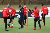 Trainer Niko Kovac (Eintracht Frankfurt) beobachtet seine Spieler beim Training - 14.11.2017: Eintracht Frankfurt Training, Commerzbank Arena