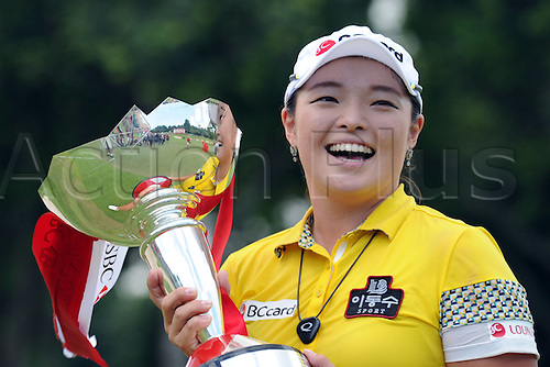 06.03.2016. Singapore.  South Korean player Jang Ha Na holds the trophy after winning the HSBC Womens Champions held at Singapores Sentosa Golf Club on March 6, 2016.