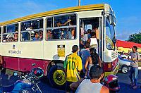 Transporte em ônibus em São Luis. Maranhão. 2000. Foto de Juca Martins.