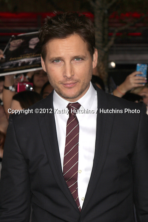 """LOS ANGELES - NOV 12:  Peter Facinelli arrive to the 'The Twilight Saga: Breaking Dawn - Part 2"""" Premiere at Nokia Theater on November 12, 2012 in Los Angeles, CA"""