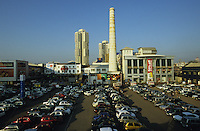 "Asien Indien IND Metropole Megacity Bombay Mumbai Wirtschaftszentrum Finanzzentrum .ehemaliges Gelaende einer Baumwollspinnerei wurde zum modernen Einkaufszentrum im Stadtteil Ville Parle umgestaltet, Supermarkt Big Bazaar in den Phoenix Mills -  Wirtschaft Luxus modern Moderne Welt modernes Menschen Freizeit urban urbane Welten Urbanit?t Mittelschicht Mittelklasse Konsum konsumieren Konsumrausch Markt M?rkte Konsumg?ter Geld Spa§ Vergn?gen Einkaufen shoppen shopping K?ufer kaufen Waren Ware G?ter Konsumwelt St?dtewachstum Verst?dterung Kasten Kastensystem Gro§stadt Millionenstadt Bev?lkerungswachstum Stadt Wachstum boom boomtown Stadtentwicklung Entwicklung Kontrast k?nstlich Inder indisch Einkommen xagndaz | .Asia India Mumbai Bombay .modern shopping mall at former cotton spinning mill complex in Ville Parle - economy society population growth people middle-class shop money market pleasure consume consumer modern urban contrast fun luxury big city cities megacity metropolis growing development shopping center store vehicle car .| [ copyright (c) Joerg Boethling / agenda , Veroeffentlichung nur gegen Honorar und Belegexemplar an / publication only with royalties and copy to:  agenda PG   Rothestr. 66   Germany D-22765 Hamburg   ph. ++49 40 391 907 14   e-mail: boethling@agenda-fototext.de   www.agenda-fototext.de   Bank: Hamburger Sparkasse  BLZ 200 505 50  Kto. 1281 120 178   IBAN: DE96 2005 0550 1281 1201 78   BIC: ""HASPDEHH"" ,  WEITERE MOTIVE ZU DIESEM THEMA SIND VORHANDEN!! MORE PICTURES ON THIS SUBJECT AVAILABLE!! INDIA PHOTO Archive: http://www.visualindia.net ] [#0,26,121#]"