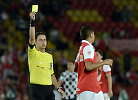 BOGOTÁ -COLOMBIA, 22-03-2014. BOGOTA - COLOMBIA -22 -03-2014: Gustavo Gonzalez (Izq.), arbitro, muestra tarjeta amarilla a Juan D Roa (Der.), jugador de Santa Fe durante partido entre Independiente Santa Fe y Boyaca Chico FC por la fecha 12 de la Liga Postobon I-2014, jugado en el estadio Nemesio Camacho El Campin de la ciudad de Bogota. / Gustavo Gonzalez (L), referee, shows yellow card to Juan D Roa (Der.) player of Santa Fe during a match Independiente Santa Fe and Boyaca Chico FC for the 12th date of the Liga Postobon I -2014 at the Nemesio Camacho El Campin Stadium in Bogota city. Photo: VizzorImage  / Gabriel Aponte / Staff