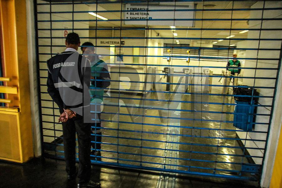 SÃO PAULO,SP, 18.05.2016 - TRANSPORTE-SP- Motoristas e cobradores de ônibus fazem paralisação no Terminal Sacoma, em São Paulo (SP), na manhã desta quarta-feira (18). A paralisação foi iniciada as 10h e segue até as 12h. A categoria rejeitou em assembleia a proposta feita pelo sindicato das empresas, de 2,31% de reajuste salarial. (Foto: Amauri Nehn/Brazil Photo Press)
