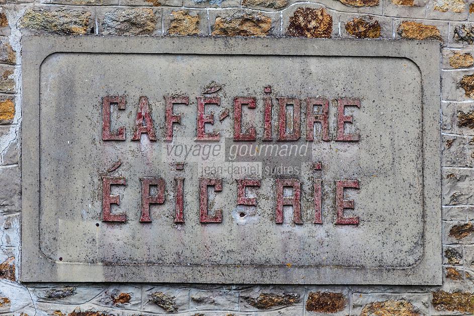 France, Côtes d'Armor (22), Côte d'Emeraude, Saint-Cast-le-Guildo, Ancienne enseigne d'un café, épicerie //  France, Cotes d'Armor, Cote d'Emeraude (Emerald Coast), Saint Cast le Guildo,   `Old teaches a coffee shop