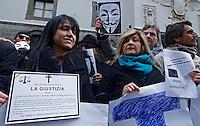 Gli avvocati napoletani partecipano all' apertura dell'anno giudiziario con le mani leghate per protestare contro la mancataq riforma della giustizia