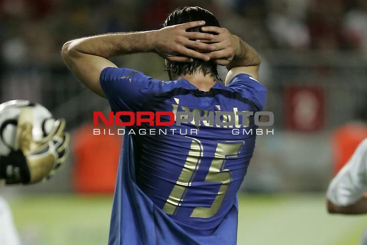 FIFA WM 2006 -  Gruppe E Vorrunde ( Group E )<br /> Play   #25 (17-Jun) - Italien - USA 1:1<br /> <br /> Ent&permil;uschung IAQUINTA <br /> <br /> <br /> Foto &copy; nordphoto