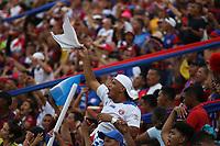 SANTA MARTA- COLOMBIA, 12-11-2018: Hinchas del Unión Magdalena celebran la clasificación de su equipo a la final del Torneo Aguila 2018 al vencer al  Deportes Quindio por fecha 5 de los cuadrangulares finales  del Torneo Águila 2018 jugado en el estadio Sierra Nevada de la ciudad de Santa Marta. /Fans of the Magdalena Union celebrate the classification of their team at the end of the 2017 Aguila Tournament  during the match agaisnt of  Deportes Quindio   for the date 5 of the Torneo  Aguila  2018 played at the Sierra Nevada Stadium in Santa Marta  city. Photo: VizzorImage / Alfonso Cervantes / Contribuidor