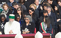 La sindaca di Roma Virginia Raggi, a destra, alla messa di Papa Francesco in occasione della conclusione del Giubileo della Misericordia, in Piazza San Pietro, Citta' del Vaticano, 20 novembre 2016.<br /> Rome's Mayor Virginia Raggi attend the Pope Francis' Mass on the occasion of the conclusion of the Jubilee of Mercy, in St. Peter's Square at the Vatican, 20 November 2016.<br /> UPDATE IMAGES PRESS/Riccardo De Luca<br /> <br /> STRICTLY ONLY FOR EDITORIAL USE