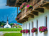 Oesterreich, Tirol, Pertisau am Achensee: das Fischerhaus - eines der aeltesten Bauernhaeuser in Pertisau | Austria, Tyrol, Pertisau am Achensee: The 'Fischerhaus' one of the oldest farmhouses in Pertisau