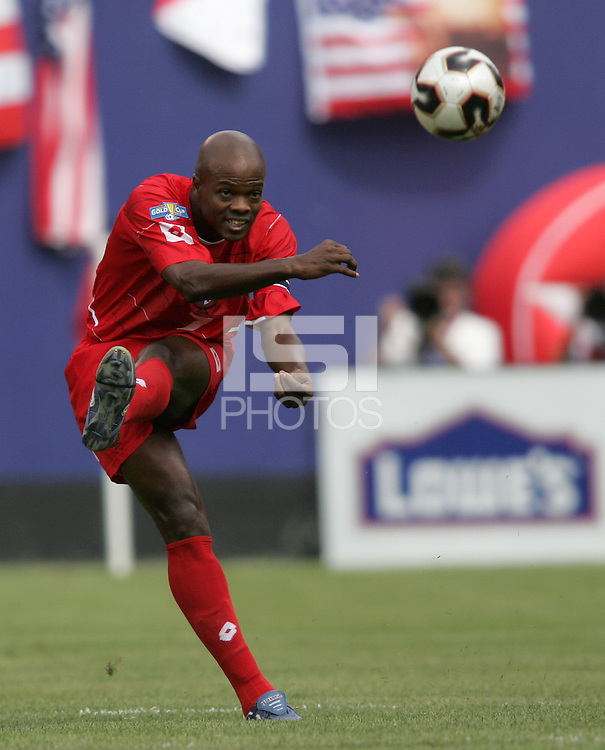 July 24, 2005: East Rutherford, NJ, USA:  Panama's Jorge Dely Valdes (7) punts the ball forward during the CONCACAF Gold Cup Finals at Giants Stadium.  The USMNT won 3-1 on penalty kicks.