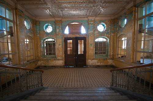 Beelitz Heilstätten near Berlin, an old lung hospital build in 1900. used in both wars as a military hospital in both the 1st and 2nd worl wars. Hitler was brought here in world war one. After the 2nd war the Soviet took ober the place for the next 50 years. It was the biggest hospital in the Soviet Union and was the biggest in Europe