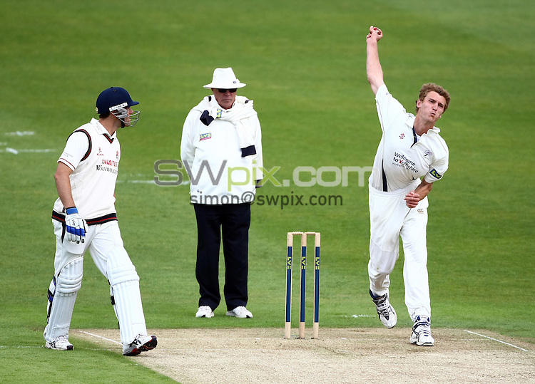 PICTURE BY VAUGHN RIDLEY/SWPIX.COM - Cricket - County Championship - Yorkshire v Lancashire, Day 2 - Headingley, Leeds, England - 30/05/10...Copyright - Simon Wilkinson - 07811267706...Yorkshire's Oliver Hannon-Dalby.