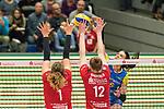 20.12.2017, Margon-Arena, Dresden, GER, DVV-Pokal Damen Halbfinale, Dresdner SC vs. SSC Palmberg Schwerin, im Bild<br /> <br /> <br /> Sabrina Krause (#5, SSC Palmberg Schwerin), Barbara Wezorke (#1, Dresdner SC), Piia Korhonen (#12, Dresdner SC), <br /> <br /> Foto &copy; nordphoto / Dostmann