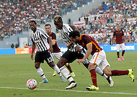 Calcio, Serie A: Roma vs Juventus. Roma, stadio Olimpico, 30 agosto 2015.<br /> Juventus&rsquo; Paul Pogba and Roma&rsquo;s Mohamed Salah, right, fight for the ball during the Italian Serie A football match between Roma and Juventus at Rome's Olympic stadium, 30 August 2015.<br /> UPDATE IMAGES PRESS/Riccardo De Luca