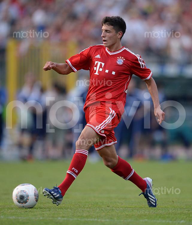 FUSSBALL  1. Bundesliga   2013/2014   Testspiel  FC Bayern Muenchen - Paulaner Traumelf      05.07.2013 Alessandro Schoepf (FC Bayern Muenchen) am Ball