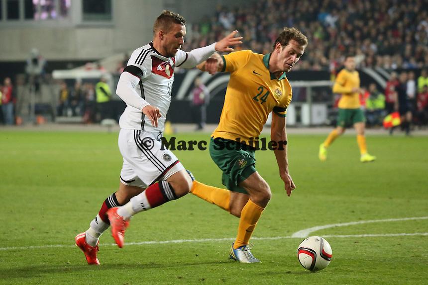 Lukas Podolski (D) gegen Luke Devere (AUS) - Deutschland vs. Australien, Fritz-Walter-Stadion Kaiserslautern