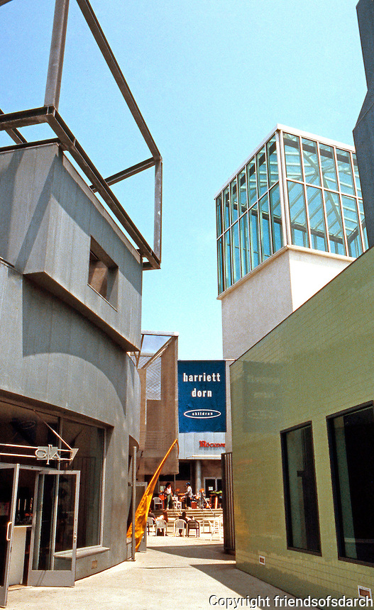 Frank Gehry: Edgemar Center, Santa Monica.  Photo '91.