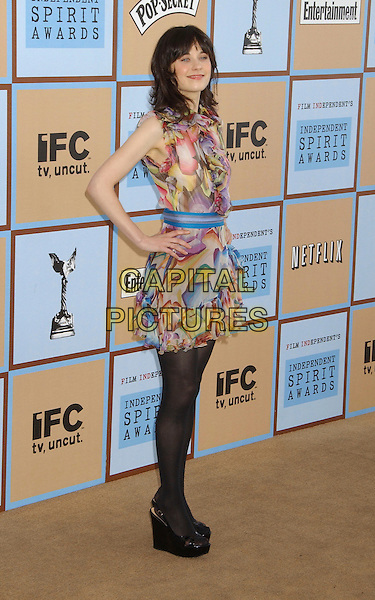 ZOOEY DESCHANEL.21st IFP Independent Spirit Awards held at .Santa Monica Beach, Santa Monica,.California, USA, 04 March 2006..full length wedges tights.Ref: ADM/LF.www.capitalpictures.com.sales@capitalpictures.com.© Capital Pictures.