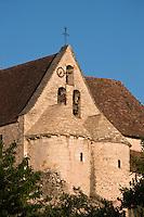 Europe/Europe/France/Midi-Pyrénées/46/Lot/Creysse: l'église romane et ses deux absides jumelées - L'église St Germain de Creysse est l'ancienne chapelle du château.