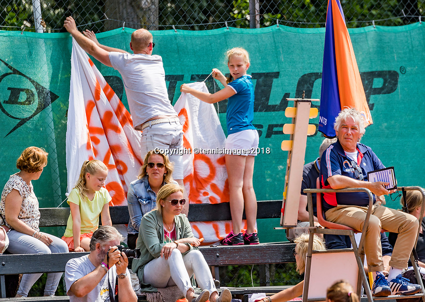 The Hague, Netherlands, 10 June, 2018, Tennis, Play-Offs Competition, Hanging a banner<br /> Photo: Henk Koster/tennisimages.com