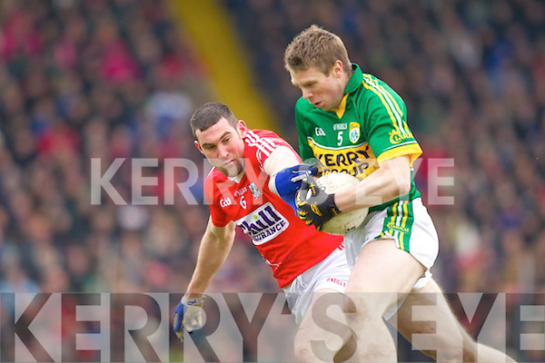 Tomas O Se Kerry in action against Noel O'Leary Cork in the National Football League at Austin Stack park, Tralee on Sunday.