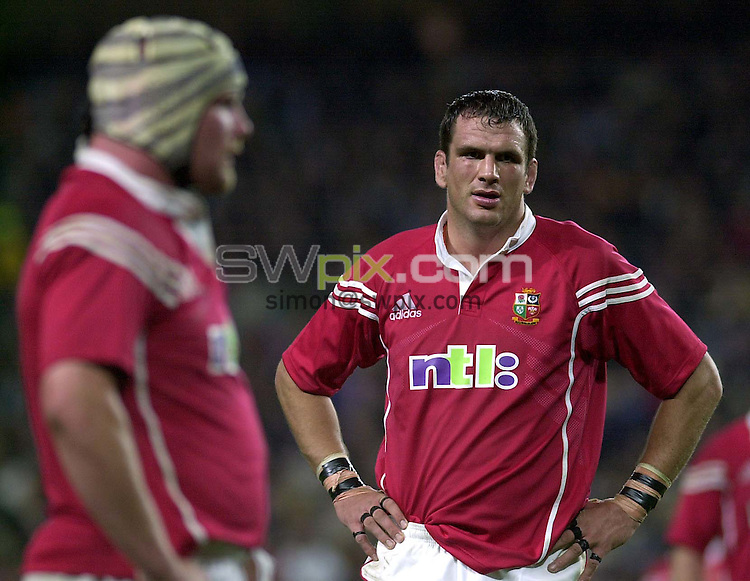 Pix:Ben Duffy/SWpix...The Lions v Waratahs-Sydney Football Stadium , Sydney, Australia...23/06/2001..COPYRIGHT PICTURE>>SIMON WILKINSON..Lion's Captain, Martin Johnson takes a breather in a tough game against the Waratahs