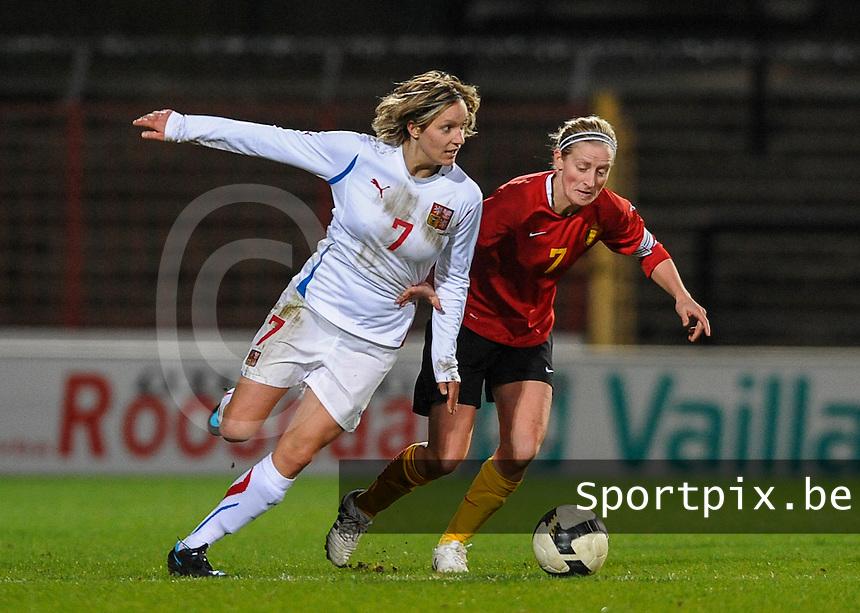 Belgium - Czech Republic : duel tussen Lucie Martinkova (links) en Marijke Callebaut.foto DAVID CATRY / Vrouwenteam.be