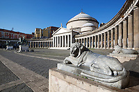Italy, Campania, Naples: Piazza del Plebiscito and the church of San Francesco di Paola | Italien, Kampanien, Neapel: Piazza del Plebiscito und die Kirche San Francesco di Paola