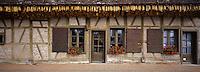 Europe/France/Bourgogne/71 Saône-et-Loire: env de Louhans: Ferme et maïs séchant pour l'élevage des poulets de Bresse AOC