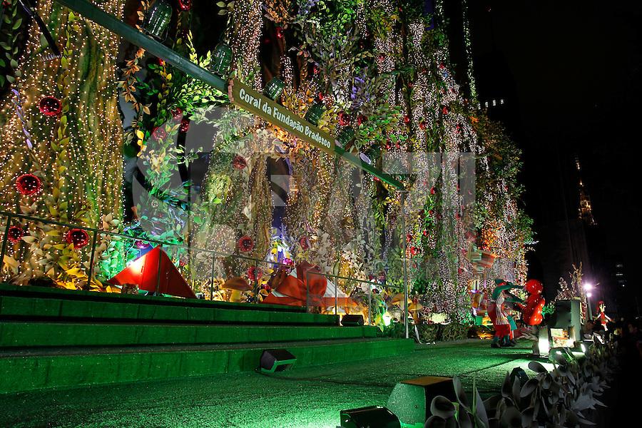 S&Atilde;O PAULO, SP, 03/12/2011, INAUGURA&Ccedil;&Atilde;O DA ILUMINA&Ccedil;&Atilde;O DE NATAL BANCO BRADESCO.<br /> <br /> Na noite de hoje (3) foi inaugurada a ilumina&ccedil;&atilde;o de Natal em frente ao Banco Bradesco na Av. Paulista.<br /> LUIZ GUARNIERI/ NEWS FREE